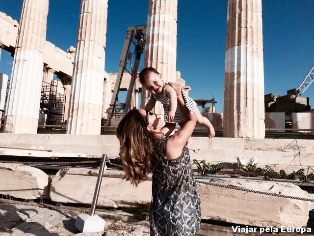 Comemorando o passeio pela Acrópole de Atenas com minha princesa!