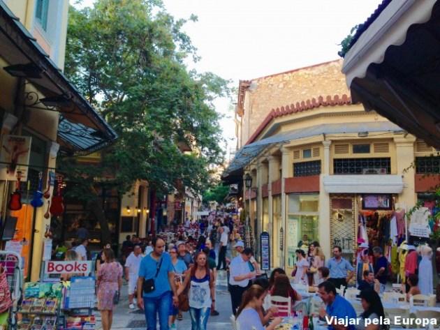 O bairro Plaka de Atenas é super charmoso e super movimentado.
