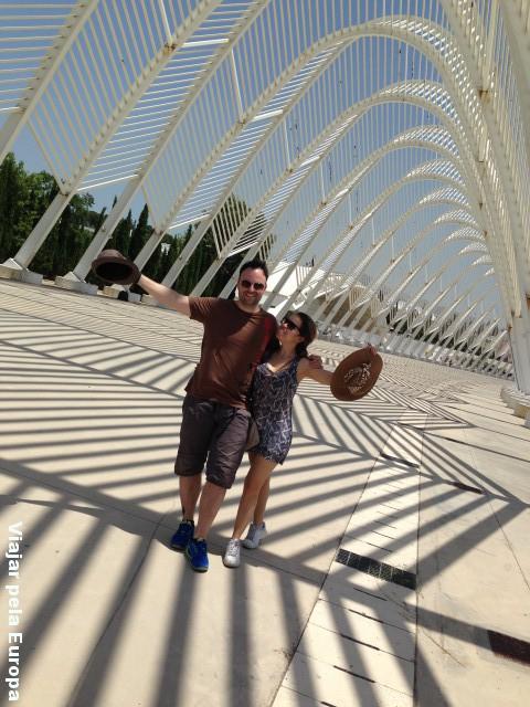 Para não perder a viagem completamente fizemos poses nos arcos do Estádio Olímpico de Atenas.