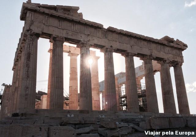 Por do sol na Acrópole. Um dos momentos mais incríveis de uma viagem para Atenas.