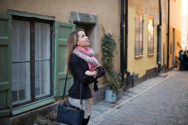 Look do dia - olhando para ruas de Gamla STan- Estocolmo