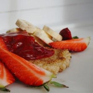 Smörstekt gröt med jordgubbssylt