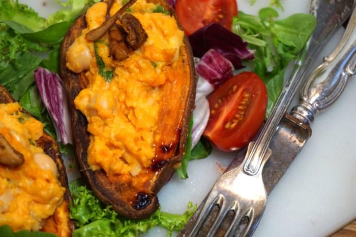 Ugnsbakad sötpotatis med ostfyllning