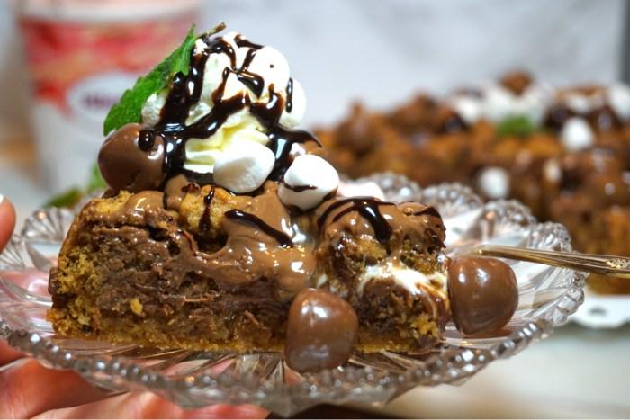 Amerikansk Cookie Pie med marshmallows och choklad