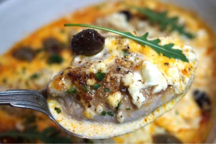 Kyckling i pestosås med fetaost och oliver