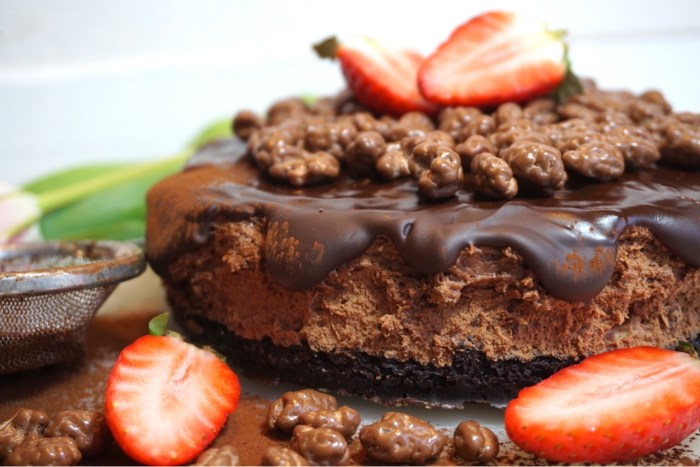 Triple chocolatemousse brownie