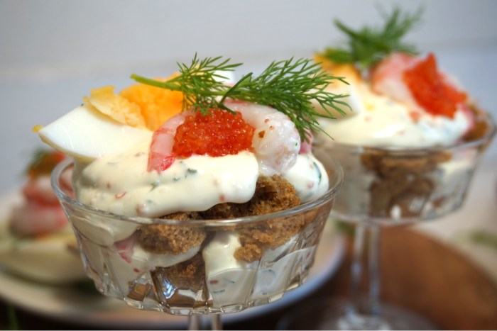 Cheesecake i glas med räkor