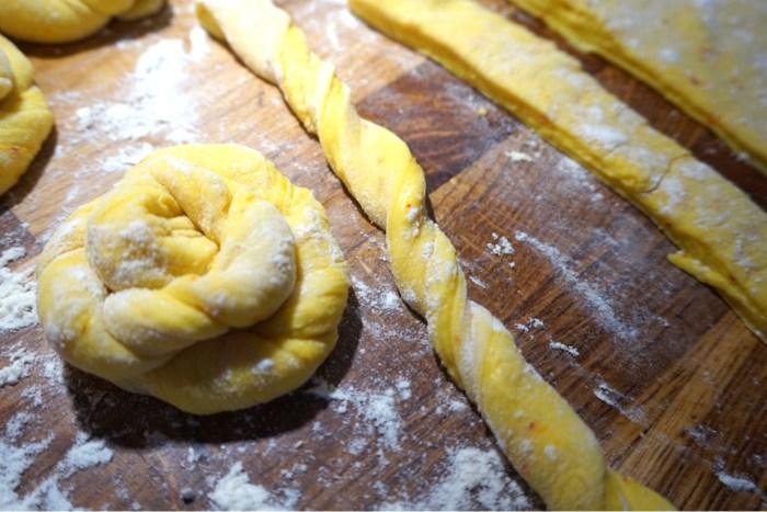 Saffranssnurror med vaniljkräm