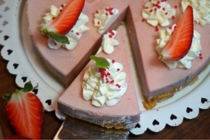 Jordgubbs pannacotta tårta
