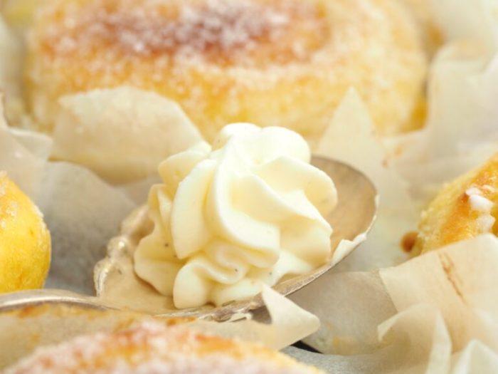 Fluffiga kalljästa saffransbullar med smörkräm