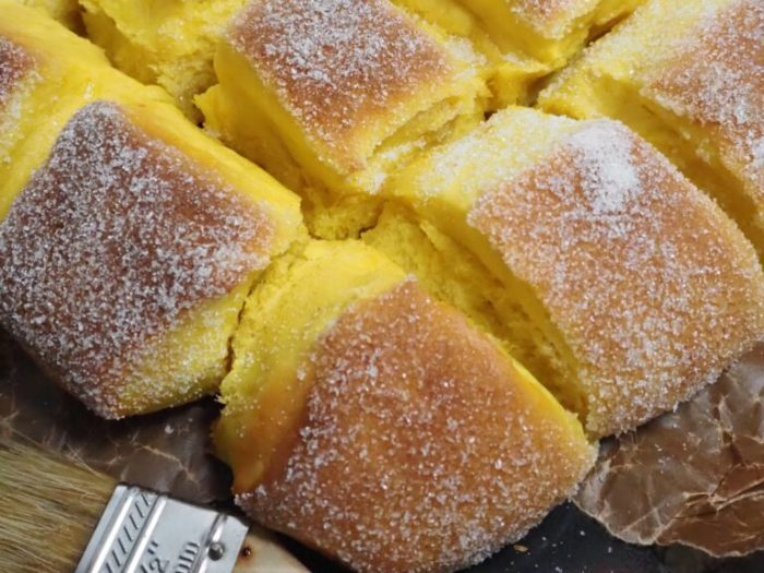 Kalljästa saffransbullar med socker i långpanna