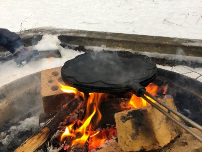 Grädda våfflor utomhus