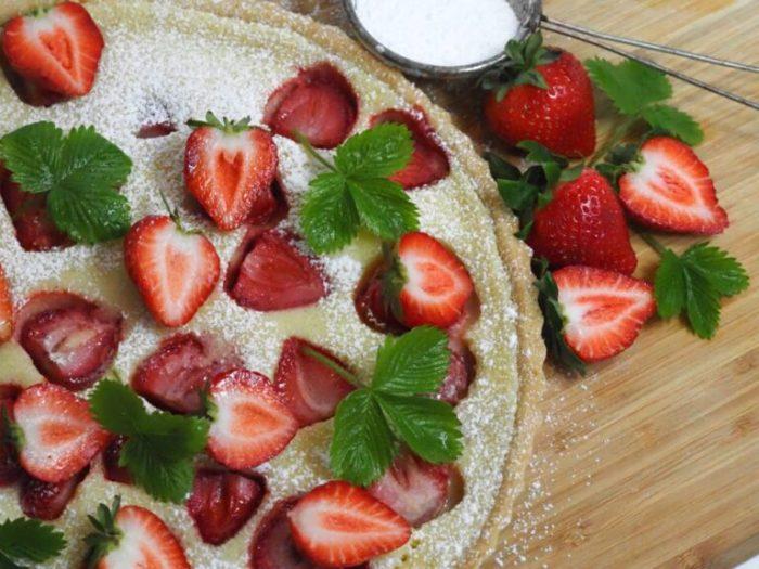 Vaniljpaj med jordgubbar