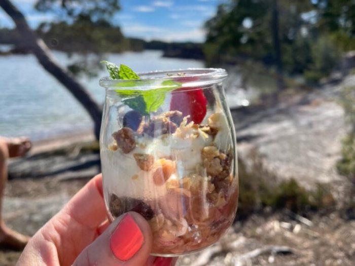 Rabarberpaj i glas med vaniljcrème