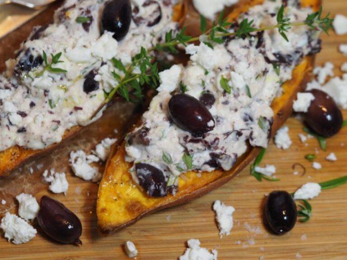 Bakad sötpotatis med grekisk röra