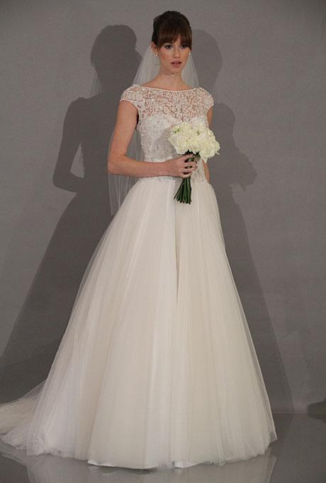 Chọn váy cưới cho cô dâu mập vai ngang