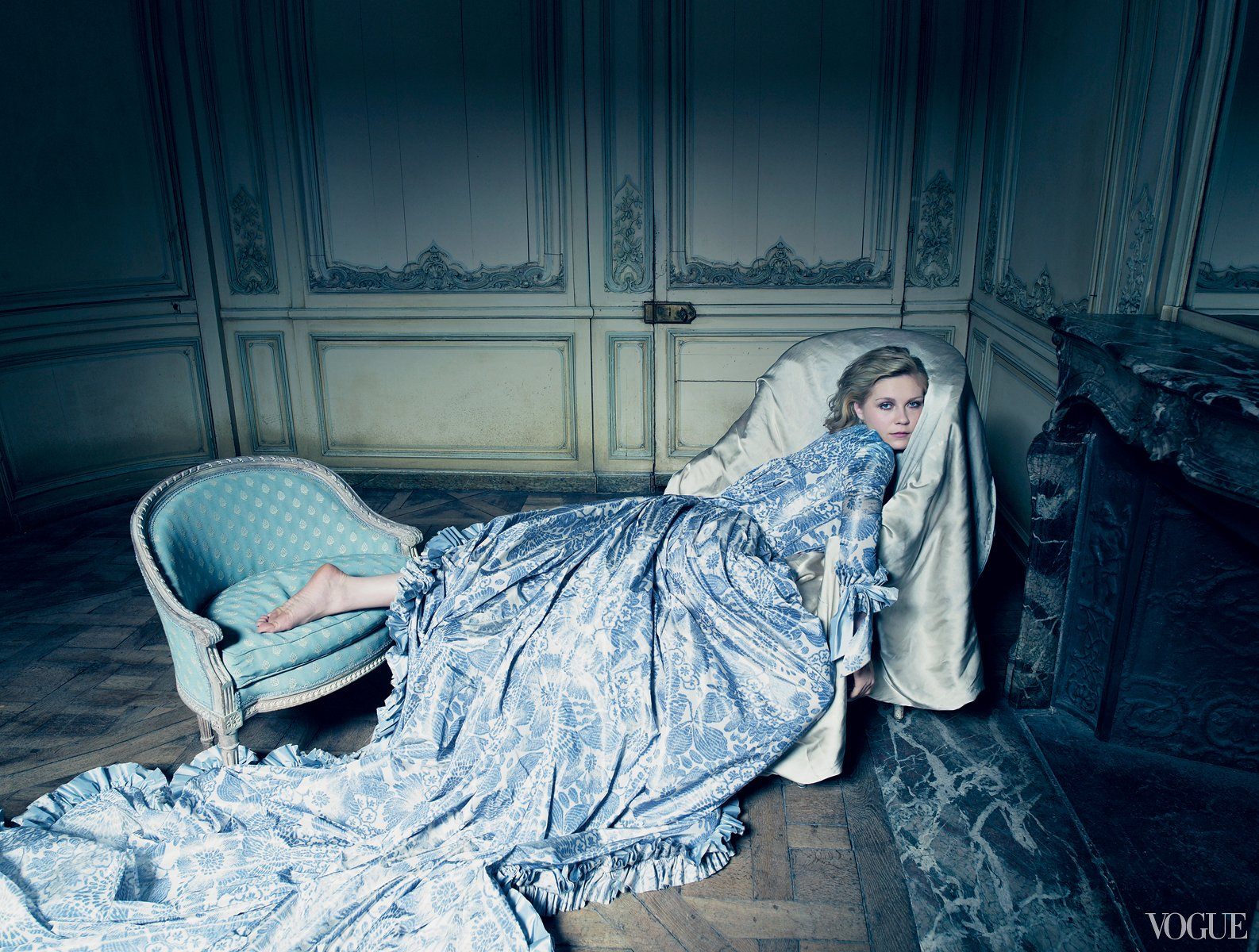 Kirsten Dunst wears Oscar de la Renta custom-designed for Vogue's Marie Antoinette editorial, 2006
