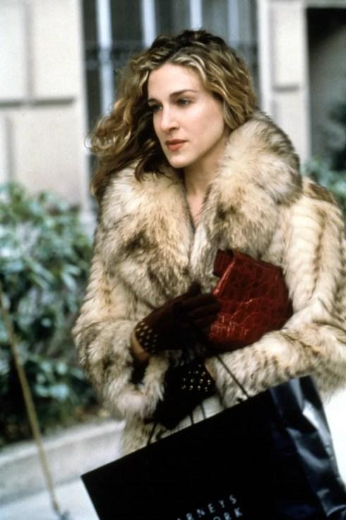 18 prendas (y accesorios) que Carrie Bradshaw pediría por Navidad   Vogue España