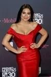 La mexicana Ana Brenda Contreras con un vestido rojo