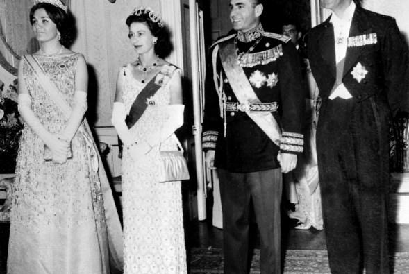 ملکه الیزابت دوم و شاهزاده فیلیپ با ایران شاه محمد رضا پهلوی و همسرش فرح دیبا. 1961