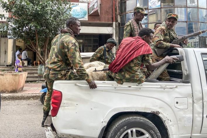 عناصر من ميليشيا الأمهرة، التي تقاتل إلى جانب القوات الفيدرالية والإقليمية الإثيوبية ضد منطقة تيغري الشمالية