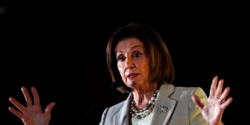 Pelosi in Jordan for 'Very important Discussions' Amid Syria Crisis