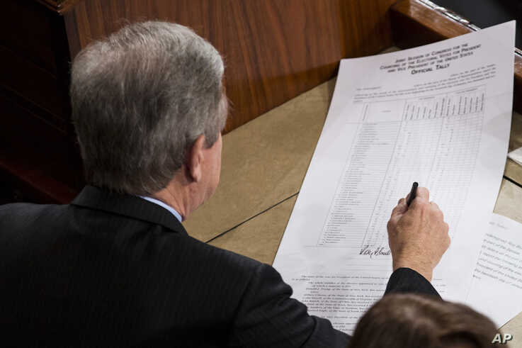Sen. Roy Blunt, R-Mo., left, signs off on an official tally following a joint session of Congress to count Electoral College votes in Washington,Jan. 6, 2017.