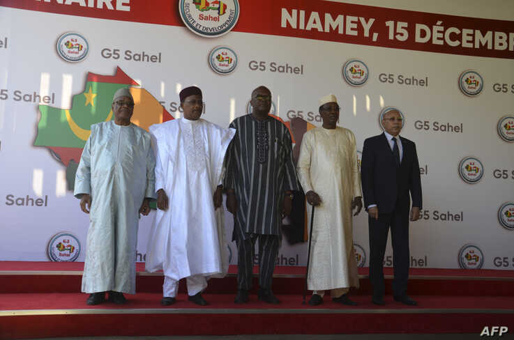 Leaders of Mali, Niger, Burkina Faso, Chad, and Mauritania pose for a photo at the G5 Sahel summit in Niamey, Dec. 15, 2019.