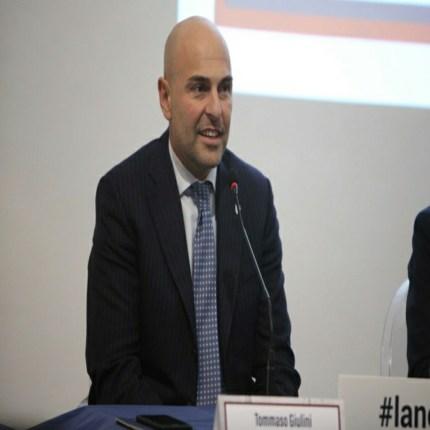 Cagliari tratta un terzino della Lazio