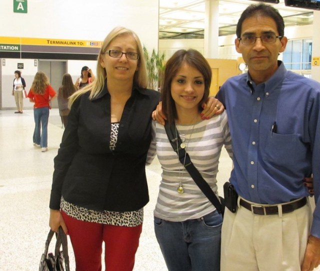 Elizabeth Rose Melgar With Her Mother And Father Jim And Sandra In Houston