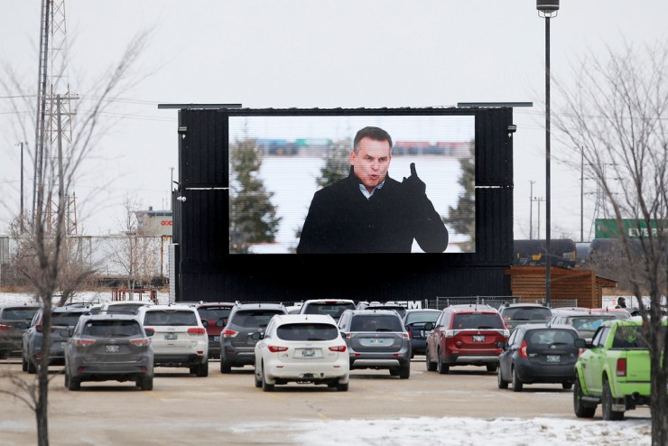 Springs Church received a fine for holding this drive-in service on Nov. 29. (John Woods / Winnipeg Free Press files)