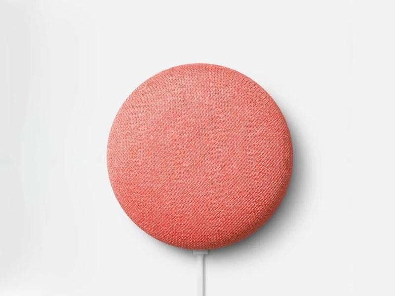 un mini altoparlante nido rotondo rosa su sfondo bianco