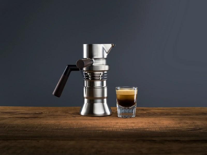 L'immagine può contenere bevanda e bevanda del rubinetto del lavandino della tazza della tazza di caffè