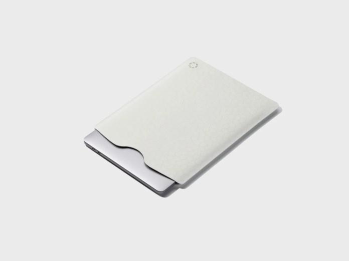 laptop sleeve made of plastic pellets