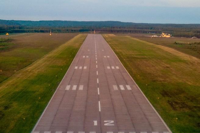 Hultsfreds flygfälts landningsbana.
