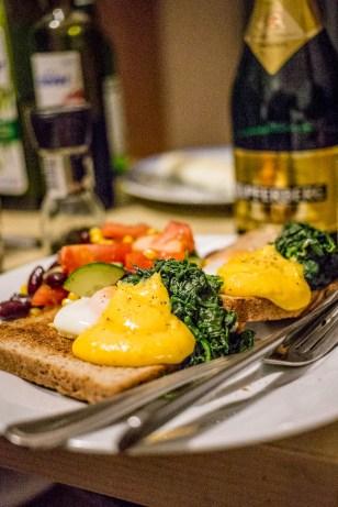 """Egg Florentine, en """"enkel"""" kvällsmat hos Gustav."""
