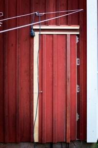 Svärfar byggde dörren för att dölja elskåpet.
