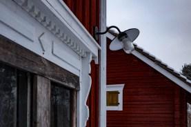 Ytterlampan kommer väl till användning mörka novemberkvällar.