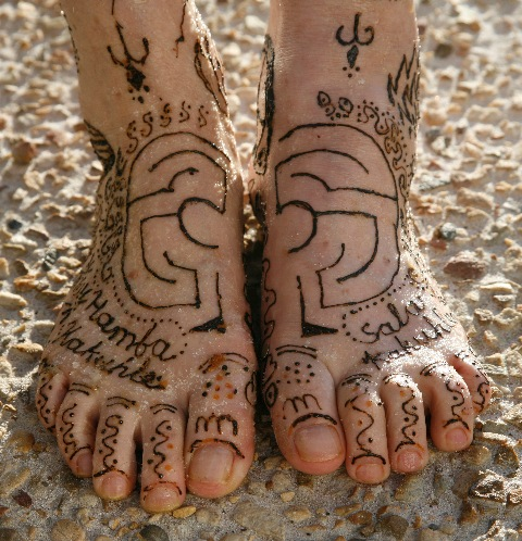 The feet of a fellow traveler adorned with sentiment for well journies