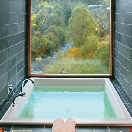 cradle mountain spa tub