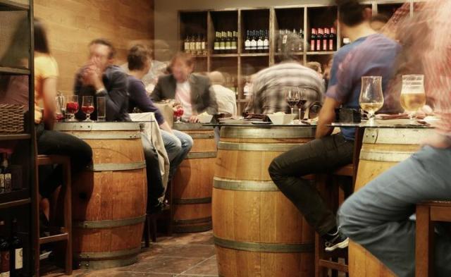 """W wielu krajach wprowadzono """"alkoholowe""""ograniczenia / autor: pixabay.com"""