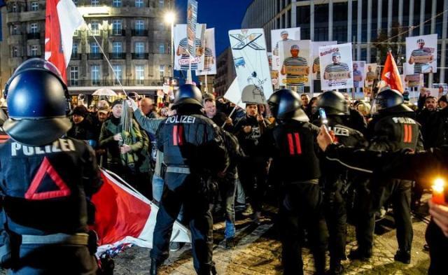 Protest antycovidowców w Lipsku / autor: PAP/EPA/FILIP SINGER