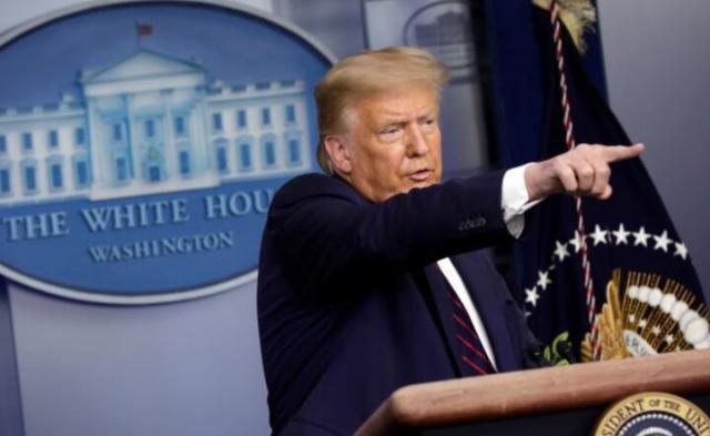 Donald Trump przemawia na konferencji prasowej w Białym Domu w Waszyngtonie, USA, 30 bm.  / autor: PAP/EPA/YURI GRIPAS / POOL