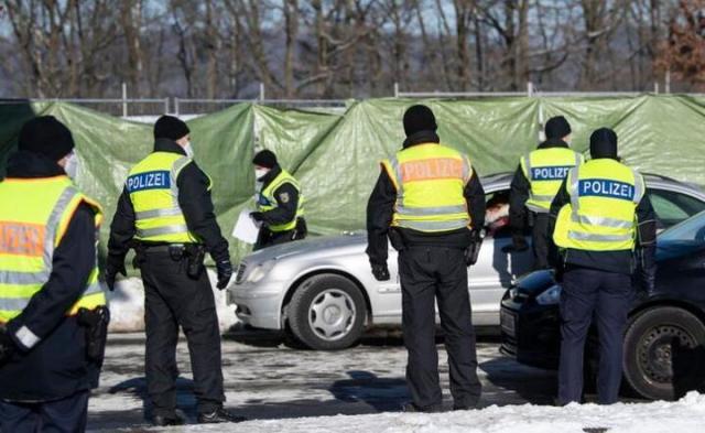 Policja na granicy niemieckiej  / autor: PAP