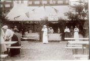 Falsterbohus basar 1911. Restaurang för smörgåsar, öl och mjölk.