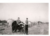 Kämpinge. Man hämtade tång från stranden för att använda som gödning, 25 öre lasset.