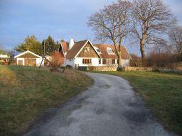 Ett av de vackra gamla husen i Kämpinge.