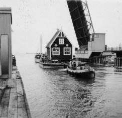 Ett hus från Ljungsäters sjukhus flyttas när kanalen byggdes.