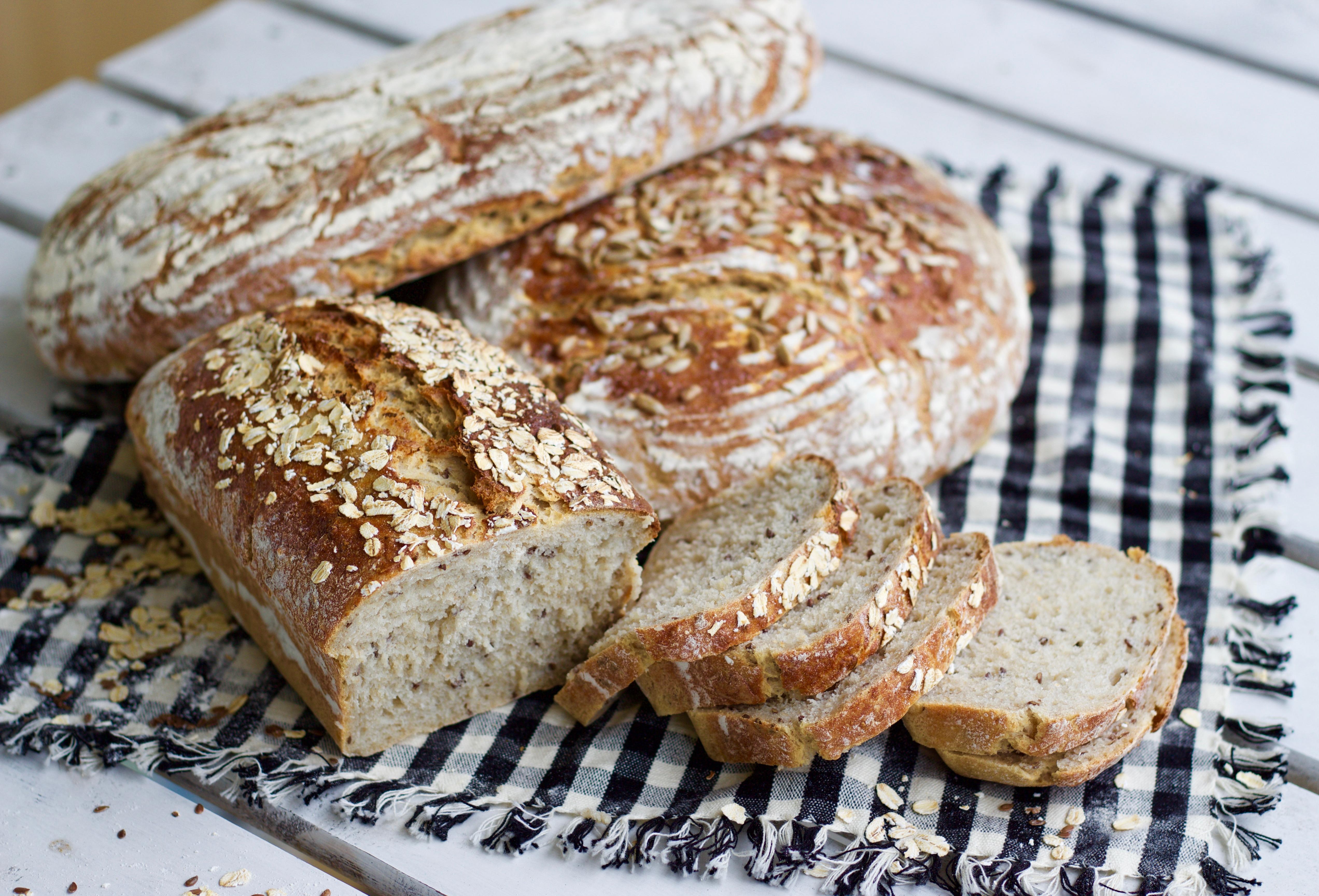 bröd med havregryn och vetemjöl
