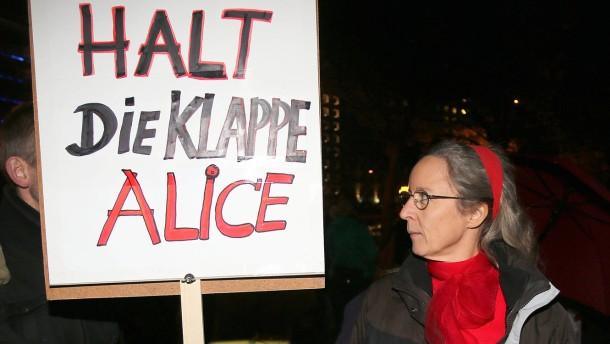 Einigkeit auf dem Podium, Widerspruch davor: eine Aktivistin von PROstitution